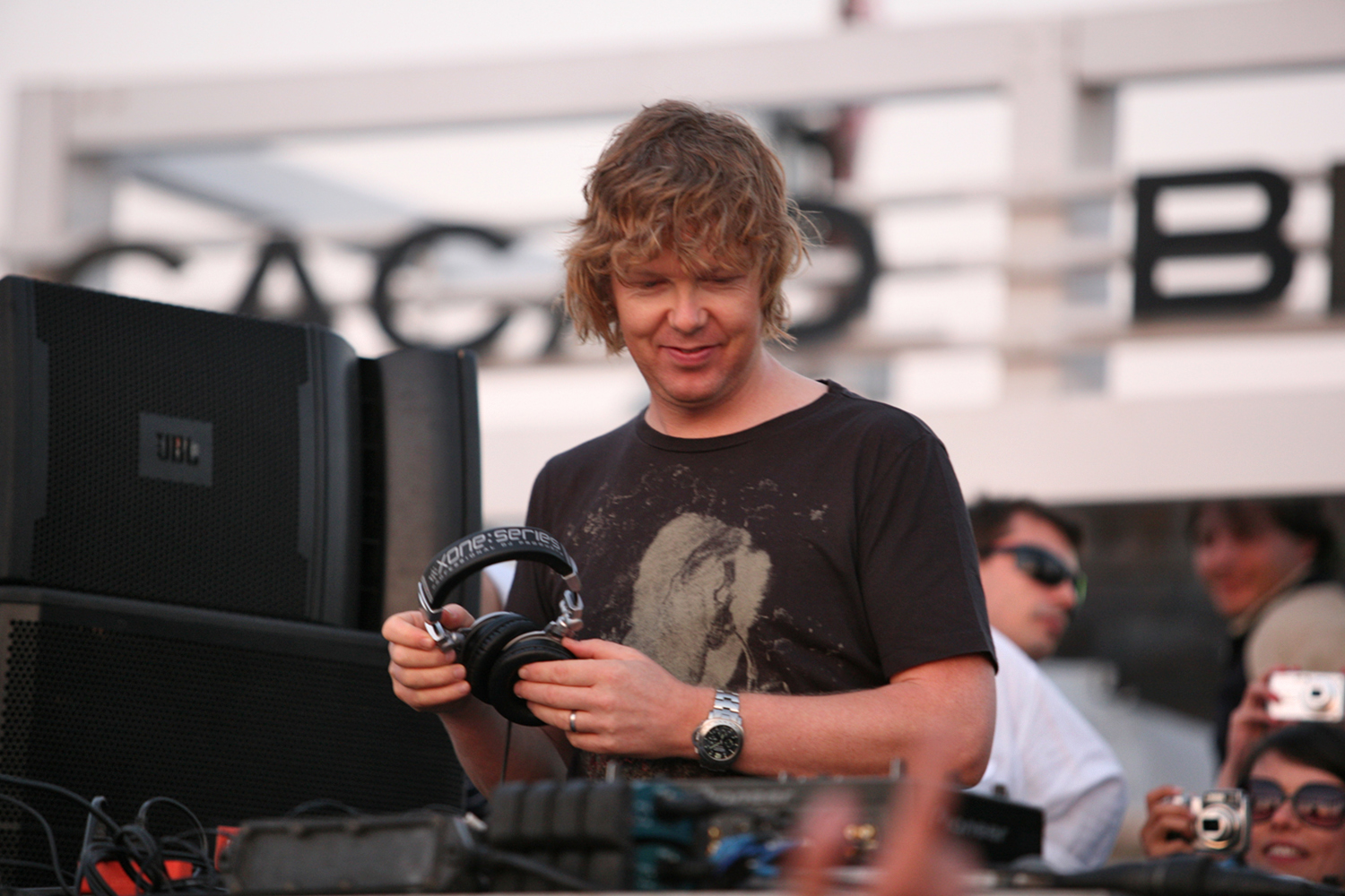 http://damabeats.files.wordpress.com/2010/10/john-digweed_becksperience-2009_sunny-beach.jpg